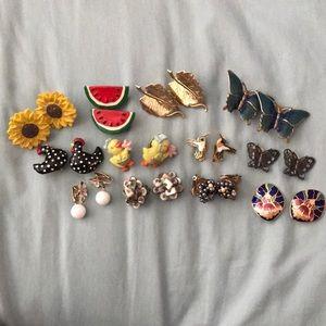 12 pairs of vintage clip on earrings!!